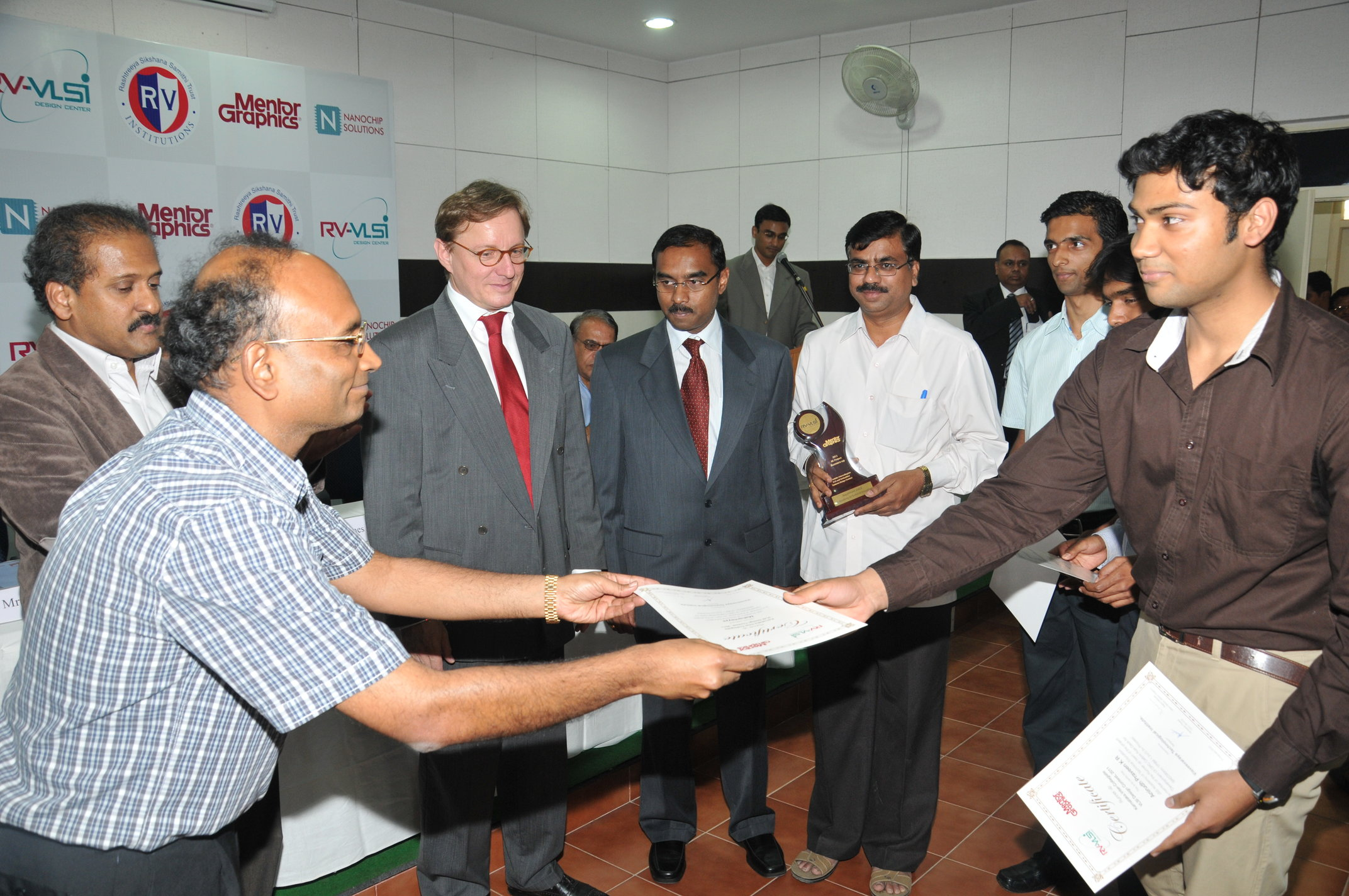 Dr M P Shyam Chairman Governing council RV-VLSI, distributing prizes to winners