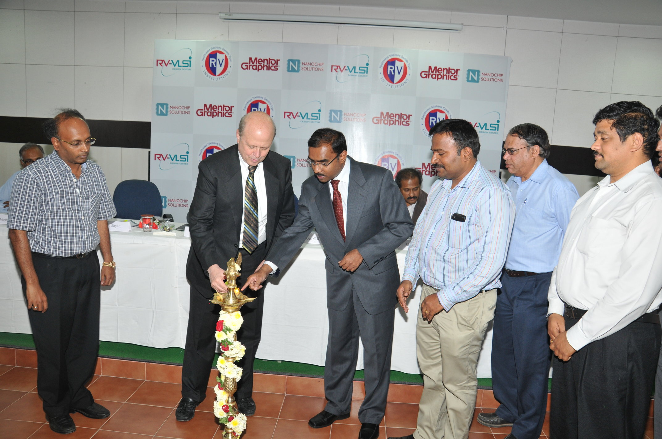 Dr Walden C Rhines CEO Mentor Graphics, Innaguarating Design contest for BE Projects in VLSI and Embedded systems